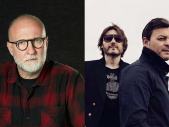 links Bob Mould, rechts die Manic Street Preachers